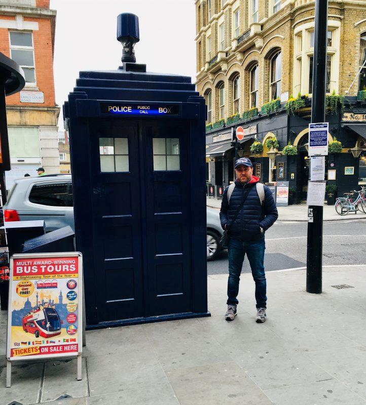 cabina telefonica blu
